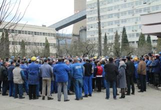 Angajații termocentralei Mintia protestează pentru neplata salariilor