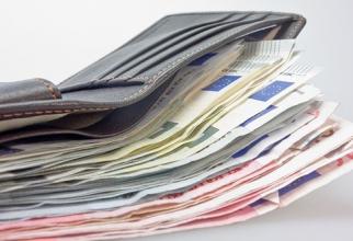 Câştigul salarial mediu net a crescut la 3.298 lei, în iunie