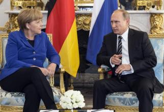 Cancelarul german Angela Merkel şi preşedintele rus Vladimir Putin