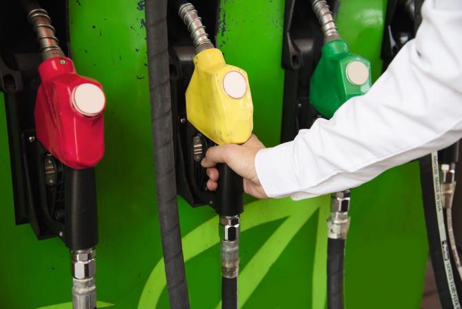 Prețul petrolului a crescut brusc pe burse
