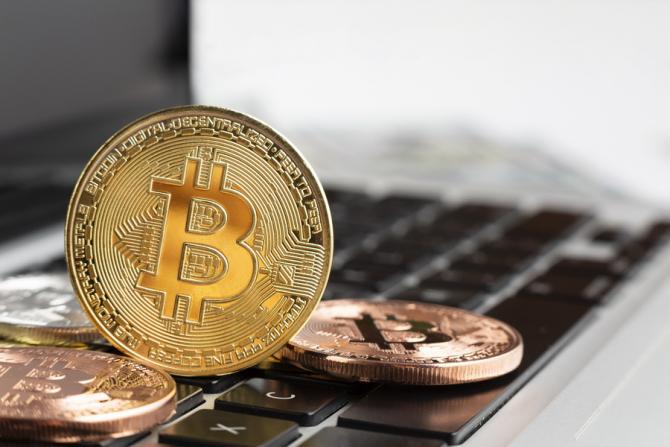Bitcoin a atins marți un record de 62.741 dolari.