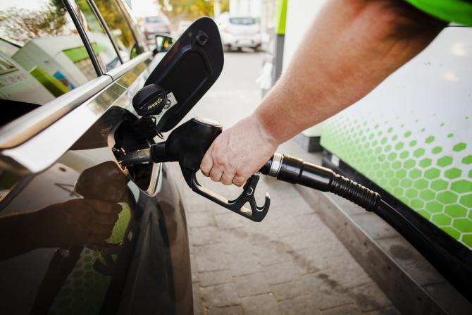 Eliminarea supraaccizei a ieftinit benzina