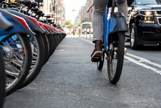 Covid-19: Viena folosește curieri pe bicicletă. Află MOTIVUL