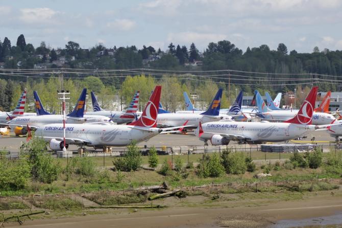 Avioanele Boeing 737 MAX nu mai au voie să zboare iar producția acestora a fost oprită