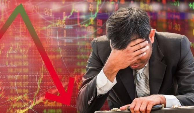 O sumă de 393 de de miliarde de dolari s-a şters luni din contul principalului indice al Bursei din China