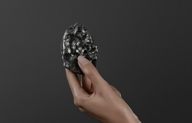 Un diamant mai mic a fost vândut cu 53 milioane dolari