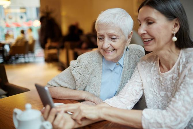 Femeile pot beneficia de pensionarea anticipată fără penalizări