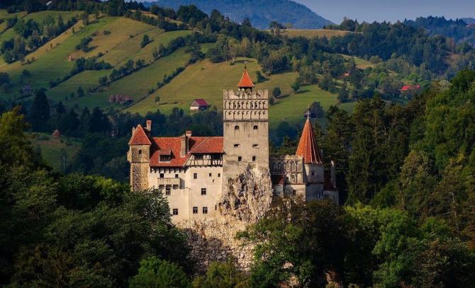 """Un obiectiv turistic din România, Castelul Bran, a fost inclus în lista celor """"50 de locuri din lume pe care trebuie să le vezi înainte să mori"""""""