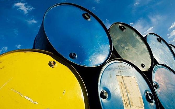 Barilul de petrol este într-o ușoară scădere