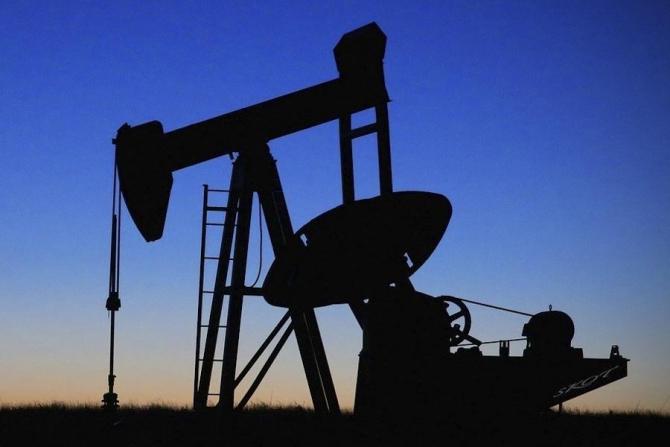Efect neașteptal al noului virus din China, ieftinirea petrolului