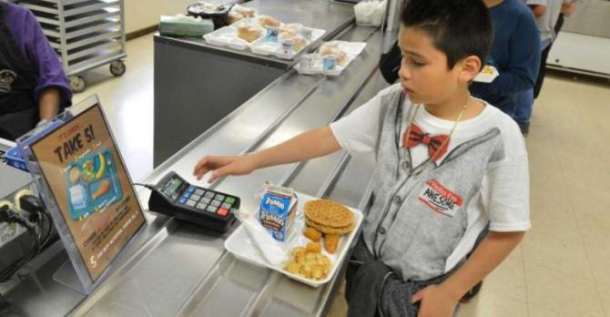 Copii se intorc la meniul plin de grăsimi, zahăr și multe făinoase