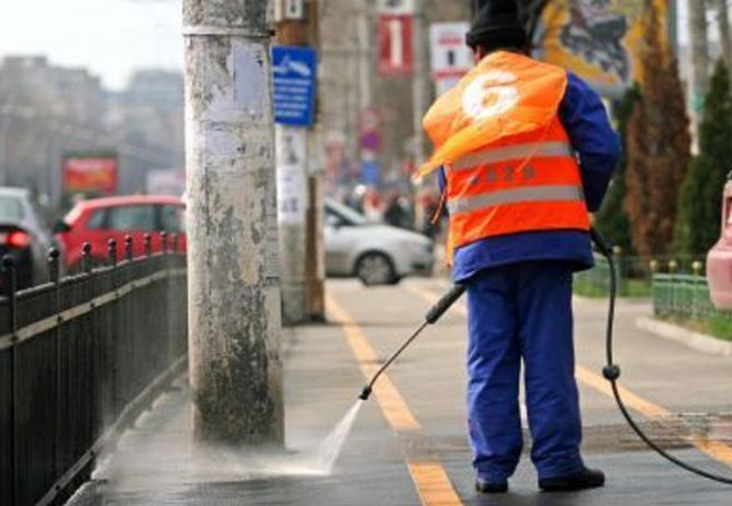 Primăria sectorului 1 reia programul de spălare cu detergent a străzilor şi trotuarelor