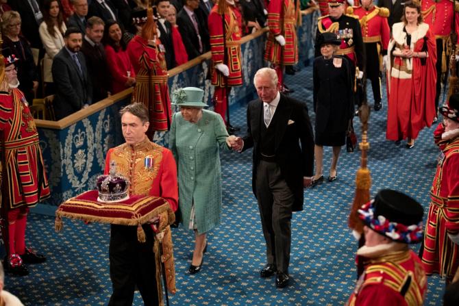 """Prințul Charles """"ținut departe"""" de TRON? Cine urmează după Regina Elisabeta"""