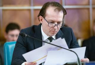 Florin Cîțu studiază cifrele