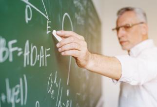 Profesorii se vor bucura de statutul de autoritate publică