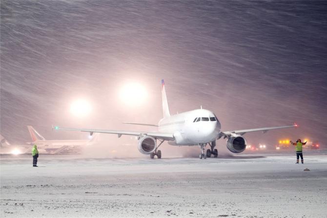 Traficul se desfăşoară normal pe aeroporturile Capitalei, fără probleme de operare, fiind însă înregistrate întârzieri de până la 70 minute