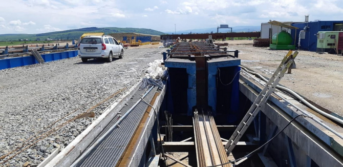 Valoarea estimată a contractului pentru proiectarea şi execuţia tronsonului 3 al Drumului Expres Craiova - Piteşti este de 999,411 milioane de lei, fără TVA