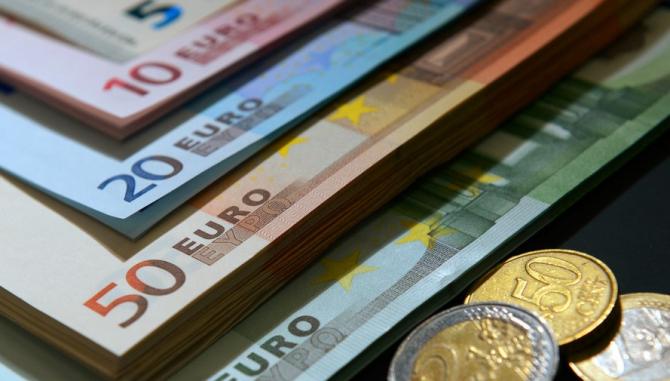 Încrederea în economia zonei euro s-a îmbunătăţit peste aşteptări în februarie