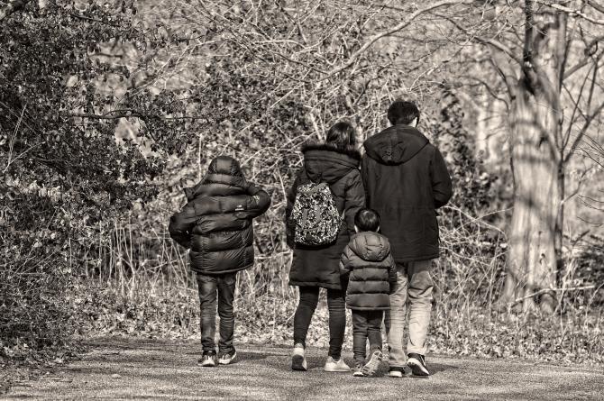 Violeta Alexandru spune că românii cheltuie alocațiile copiilor la păcănele