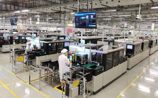 SUA își revizuiește restricțiile legate de accesul Huawei la piața americană