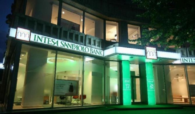 Grupul bancar Intesa Sanpaolo SpA a lansat o ofertă de preluare surpriză, de 4,9 miliarde de euro