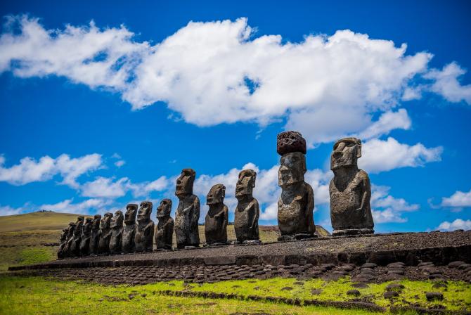 Statuile Moai de pe insula Paștelui