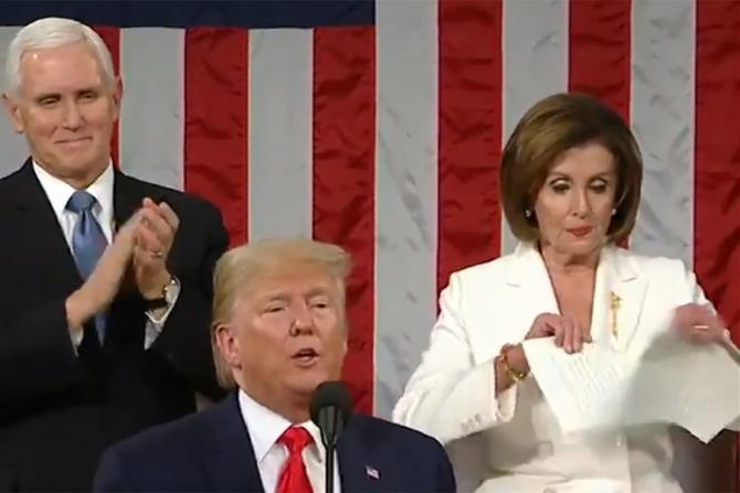 Nanci Pelosi a rupt discursul lui Donald Trump