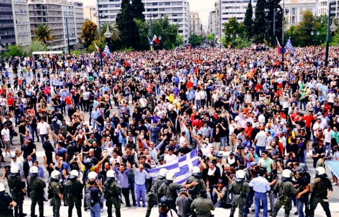 Mii de greci au protestat marţi împotriva unui proiect de reformă a sistemului de pensii
