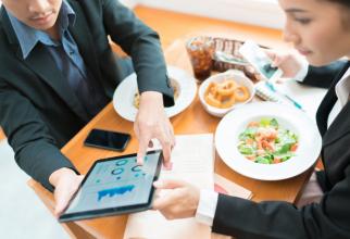 Mâncărurile preferate de bucureştenii care au ajuns în restaurante după două luni şi jumătate au fost ciorba de văcuţă