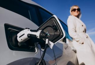 Înmatriculările globale de automobile electrice urmează să înregistreze un declin de 18% în acest an