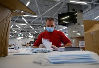 Ford Otosan a anunţat vineri că firma va începe producţia de măşti