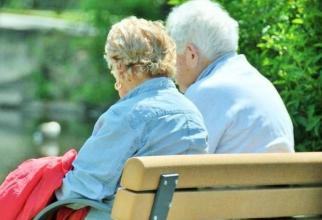 Marile lanţuri de magazine au alocat case prioritare în anumite intervale orare pentru persoanele de peste 65 de ani