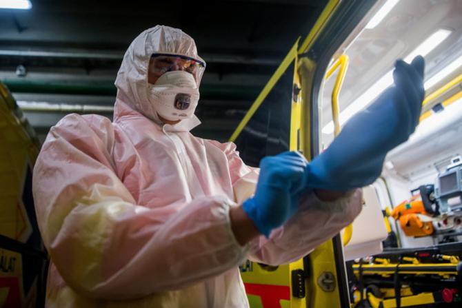 Primul centru de testare pentru coronavirus de tip ''drive-through''