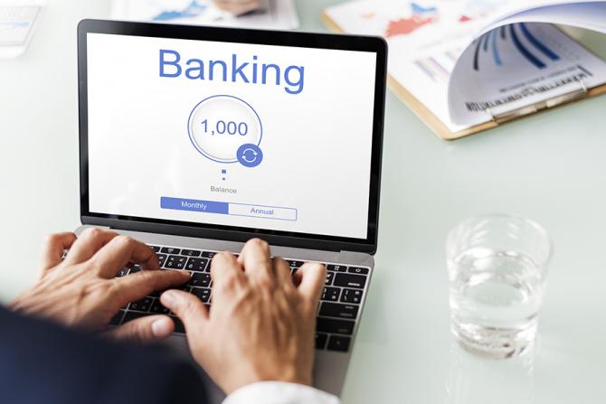 Câteva banci din România oferă posibilitatea deschiderii unui cont la distanță