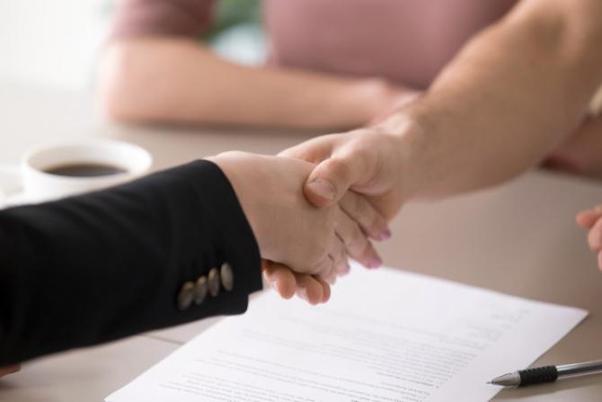 Mai multe oferte, mai mult succes în negociere