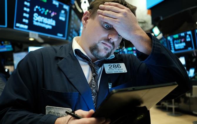 Indicele bursier S&P 500 a înregistrat luni, la debutul tranzacţiilor, o cădere de peste 8%