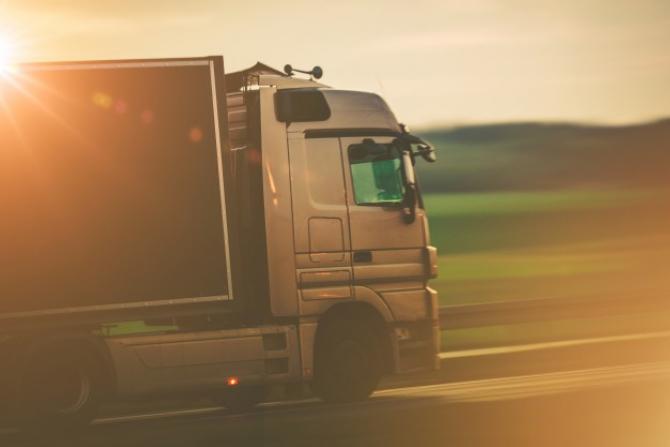 Compania ajută magazinele să își transporte mărfurile gratuti către depozite