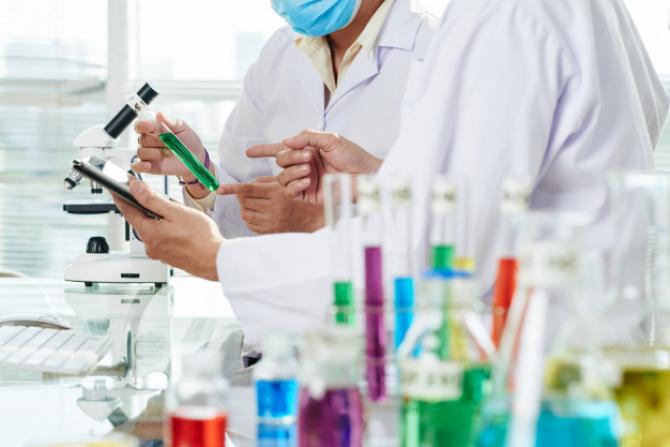 Rusia testează pe oameni două vaccinuri împotriva Covid-19