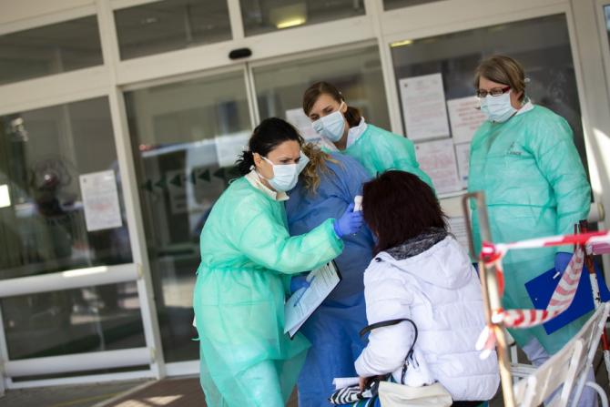 Cadrele medicale sunt precum militarii în linia întâi a frontului