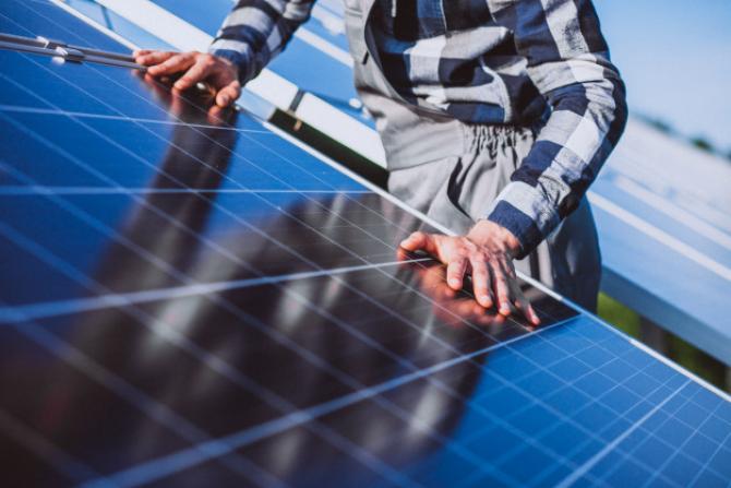 Chinezii vor să devină principalul producător mondial de panouri solare