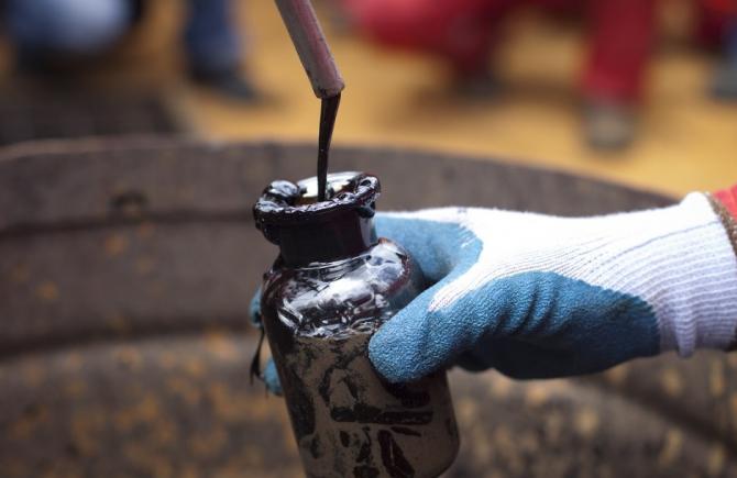 Cotaţia petrolului şi-a continuat miercuri scăderea