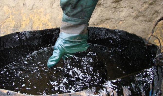 Cotaţia barilului de petrol a continuat să scadă vineri dimineaţa pe piaţa din Asia