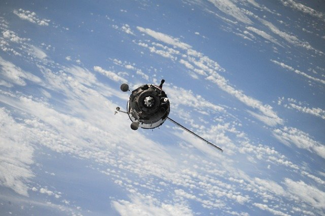 OneWeb a plasat recent 74 de sateliți pe orbită