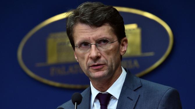 Banca Naţională a României (BNR) acţionează într-un context economico-politic specific României