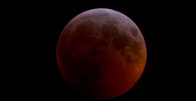 Luna oferă săptămânal, chiar lunar, fenomene!