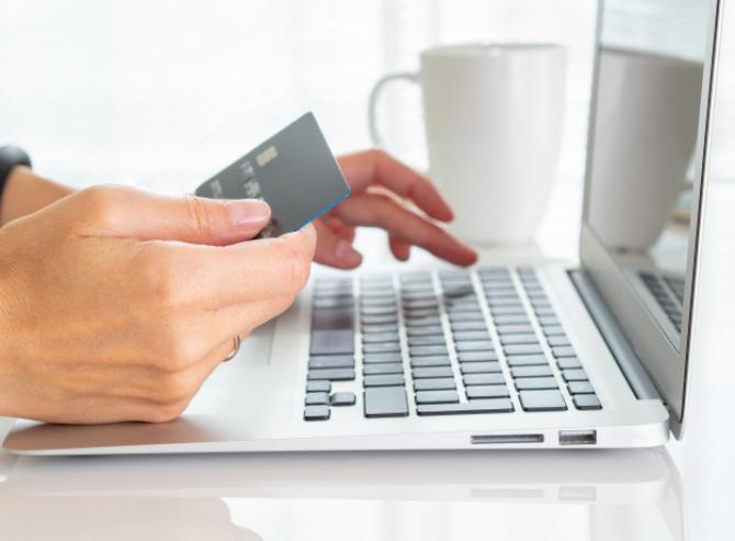 Datele referitoare la aproximativ 3.000 de angajaţi ai băncii italiene UniCredit SpA au fost puse la vânzare pe forumurile de piraţi informatici