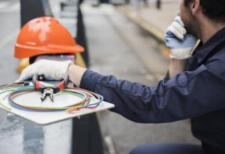 Noua lege va obliga companiile de utilități să efectueze racordurile, fără să le perceapă consumatorilor contravaloarea lucrării.