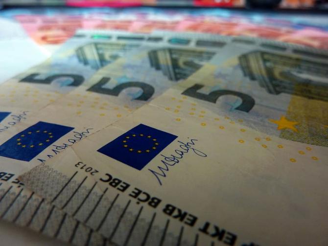România accesează 400 milioane de euro pentru combaterea impactului socio-economic al pandemiei