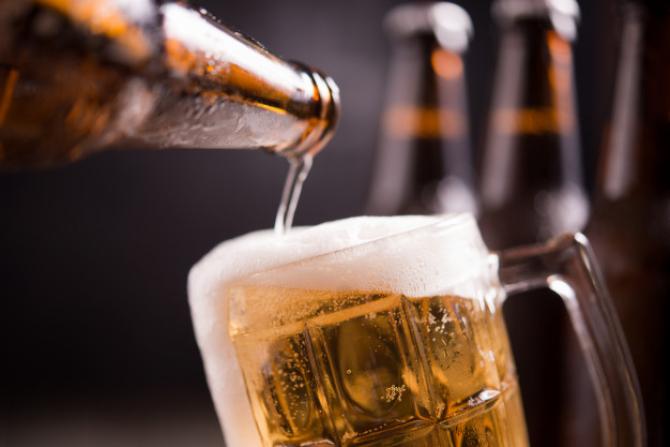 Berarii României sunt NEMULȚUMIȚI! Consumul de bere a SCĂZUT