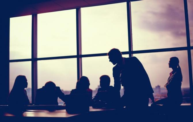 Infectarea angajaților duce la suspendarea activității firmelor